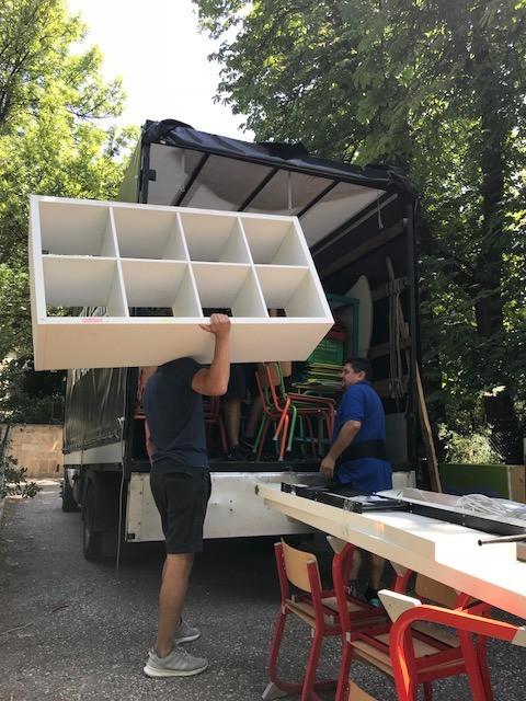 fuvarozás, költöztetés, bútorszállítás